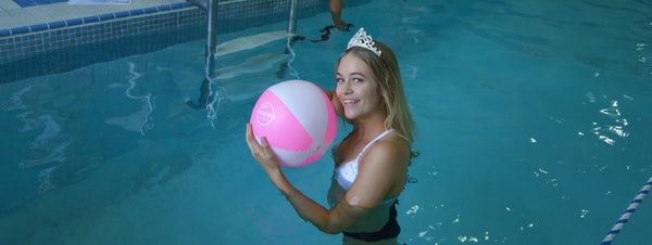 Cynthia Menard with Snappy Towels ball at Mayfair Clubs 18 July 2017