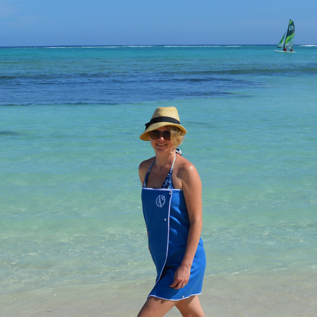 snappy woman beach microfiber lifestyle