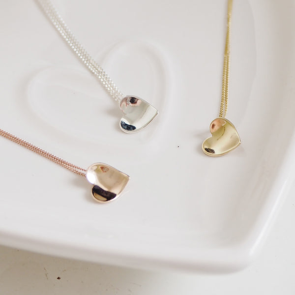 Solid gold dainty heart necklace
