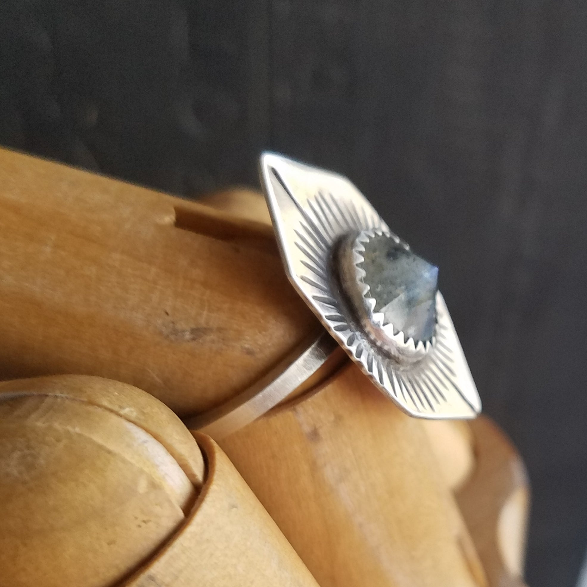 Labradorite Point Signet Ring in Sterling Silver - Verdilune
