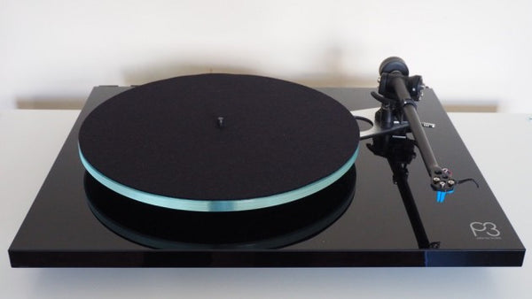 Rega Planar 3 Belt Drive Turntable with Elys 2 Cartridge