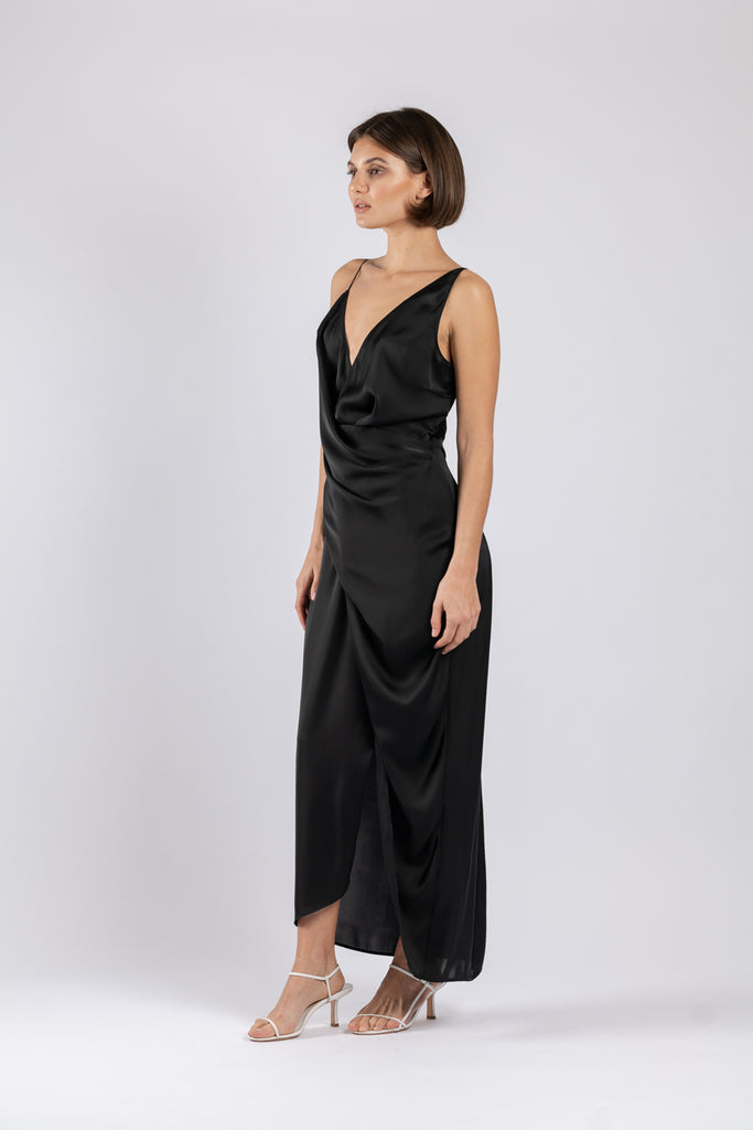 THE STATUS DRESS IN BLACK AIR PO