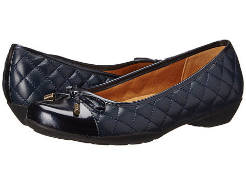 SOFTSPOTS Women's •PANOLA• Quilted Cap-toe Flat