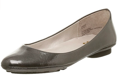 Women's Me Too •Olyvia• Patent Leather Flat - Pewter - ShooDog.com