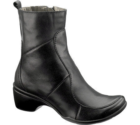 HUSH PUPPIES Women's •Ducal• Short Shafted Boot - ShooDog.com