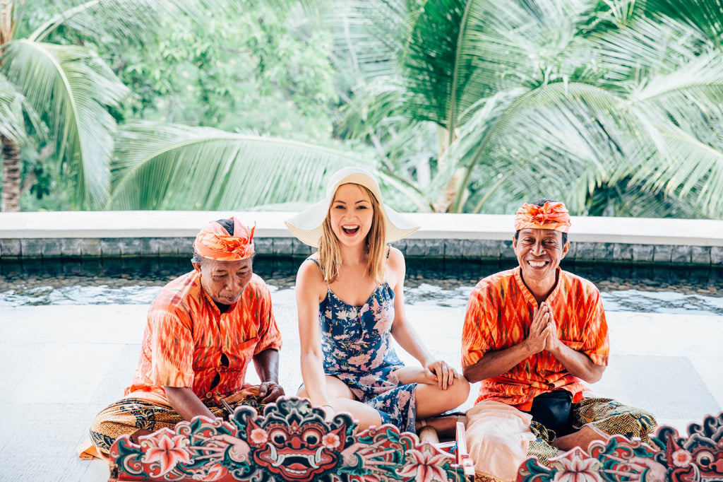 Polkadot Passport at Supernomad - Nicola with Balinese Men - Ubud, Bali, Indonesia
