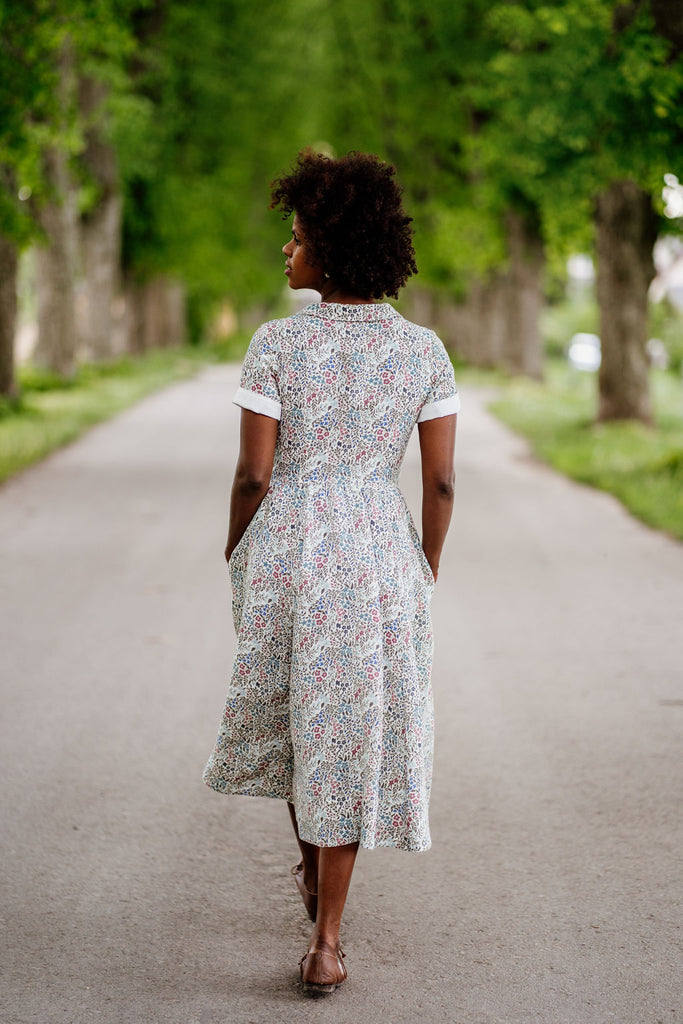 Woman in linen summer dress, image from the back.