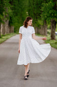 Woman wearing linen Sondeflor dress.