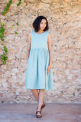 Smock dress with no sleeves in light green color