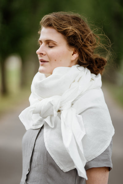 Model wearing white color shawl, image from the side.