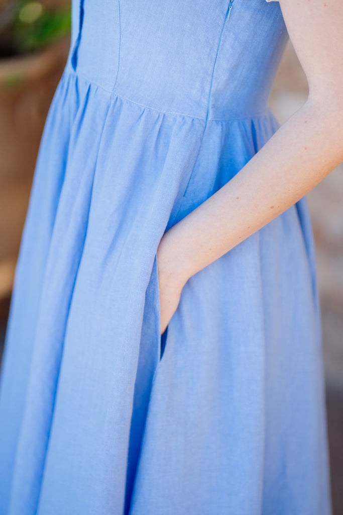 picture of the pocket on light blue linen dress