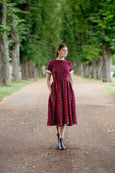 Woman wearing linen vintage dress with short sleeves