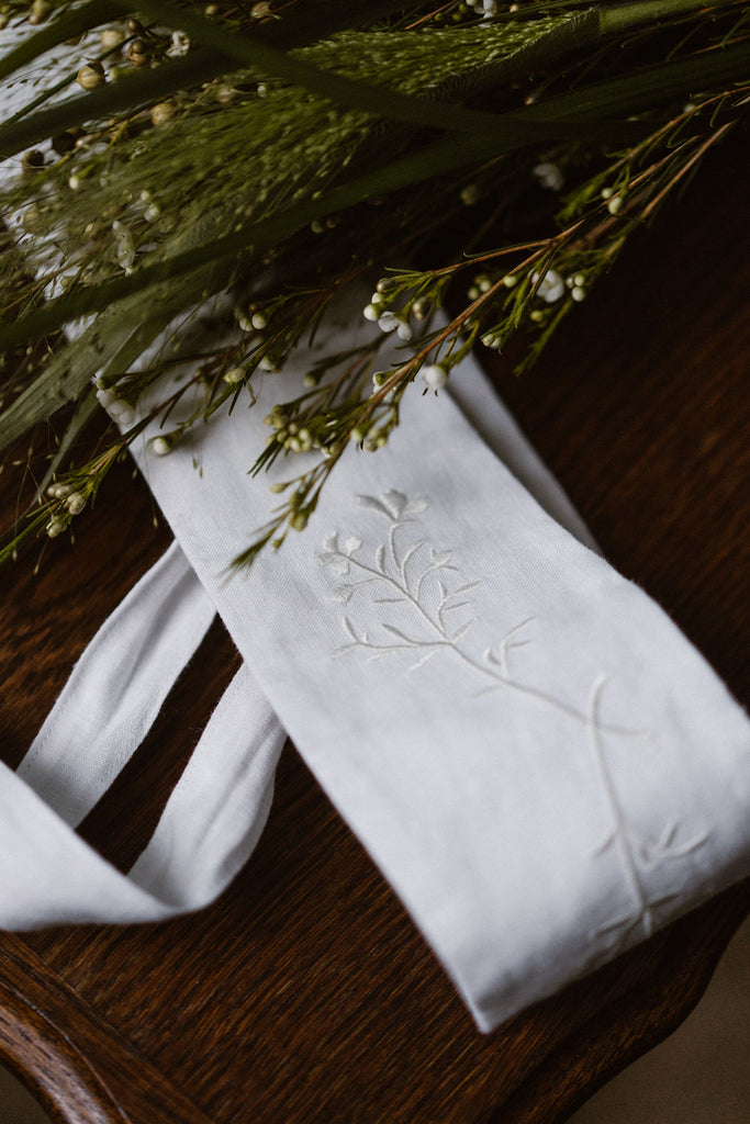 White embroidered ribbon belt, image from the front