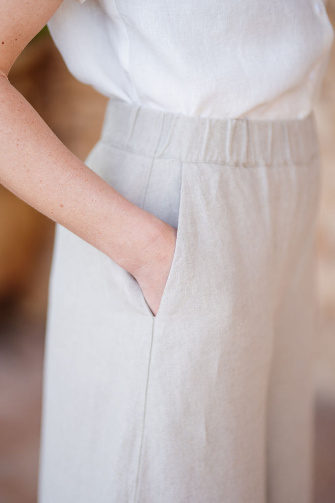 Culotte linen trousers in sand color with pockets