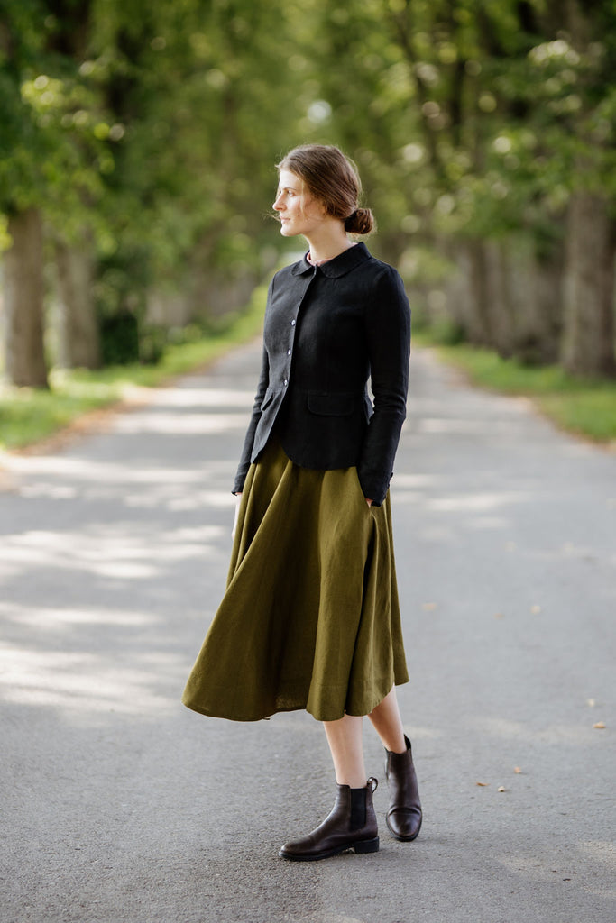 Woman wearing black classic linen jacket, picture from the front