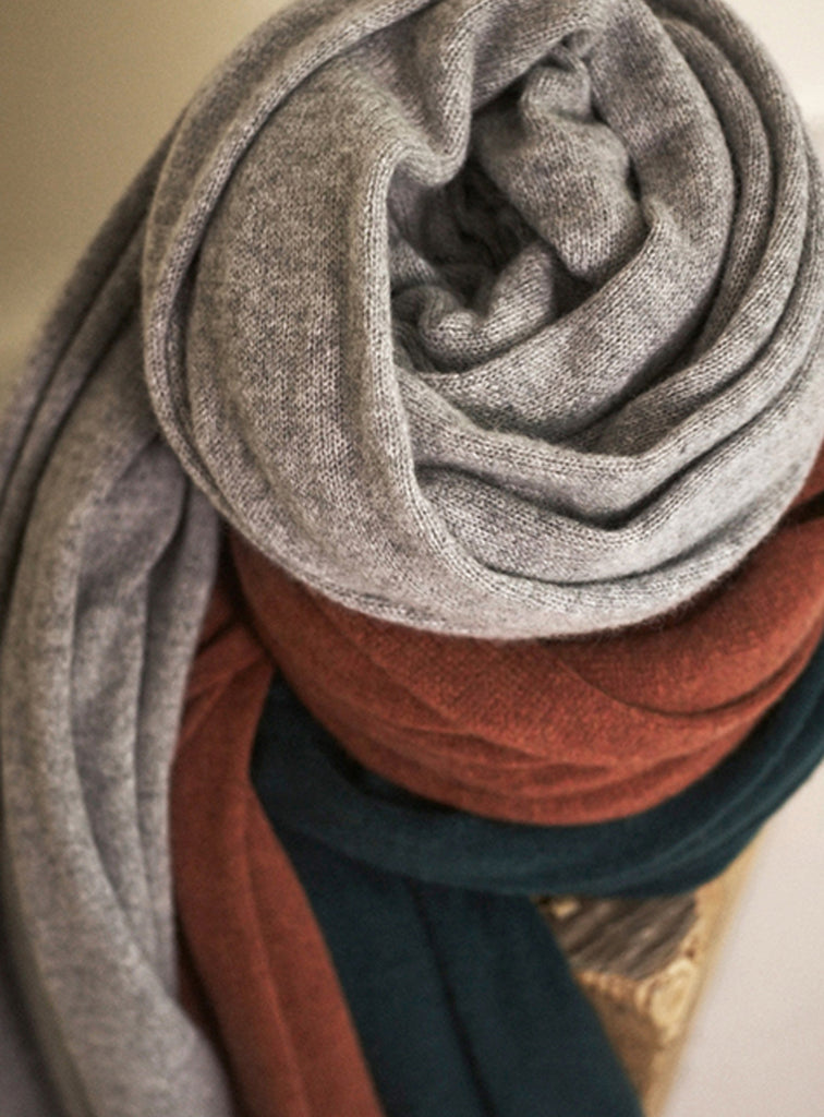 White + Warren Cashmere Travel Wrap - Charcoal - The Red Toad Boutique