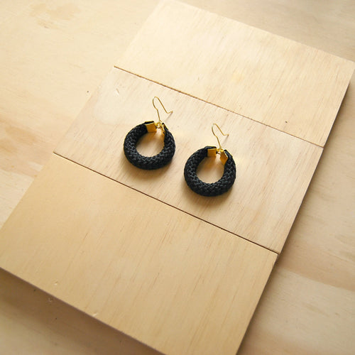 HOOLA SMALL BLACK EARRINGS