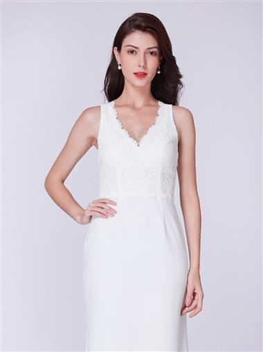 Elegant laced v-neck wedding dress