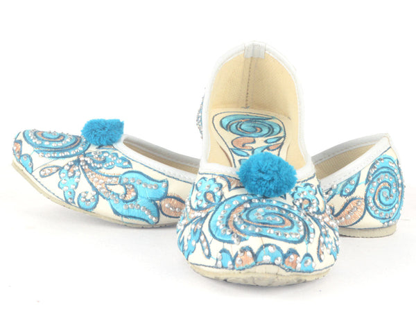 Mojari With Embroidery In White & Blue - RR-SJRM4N18