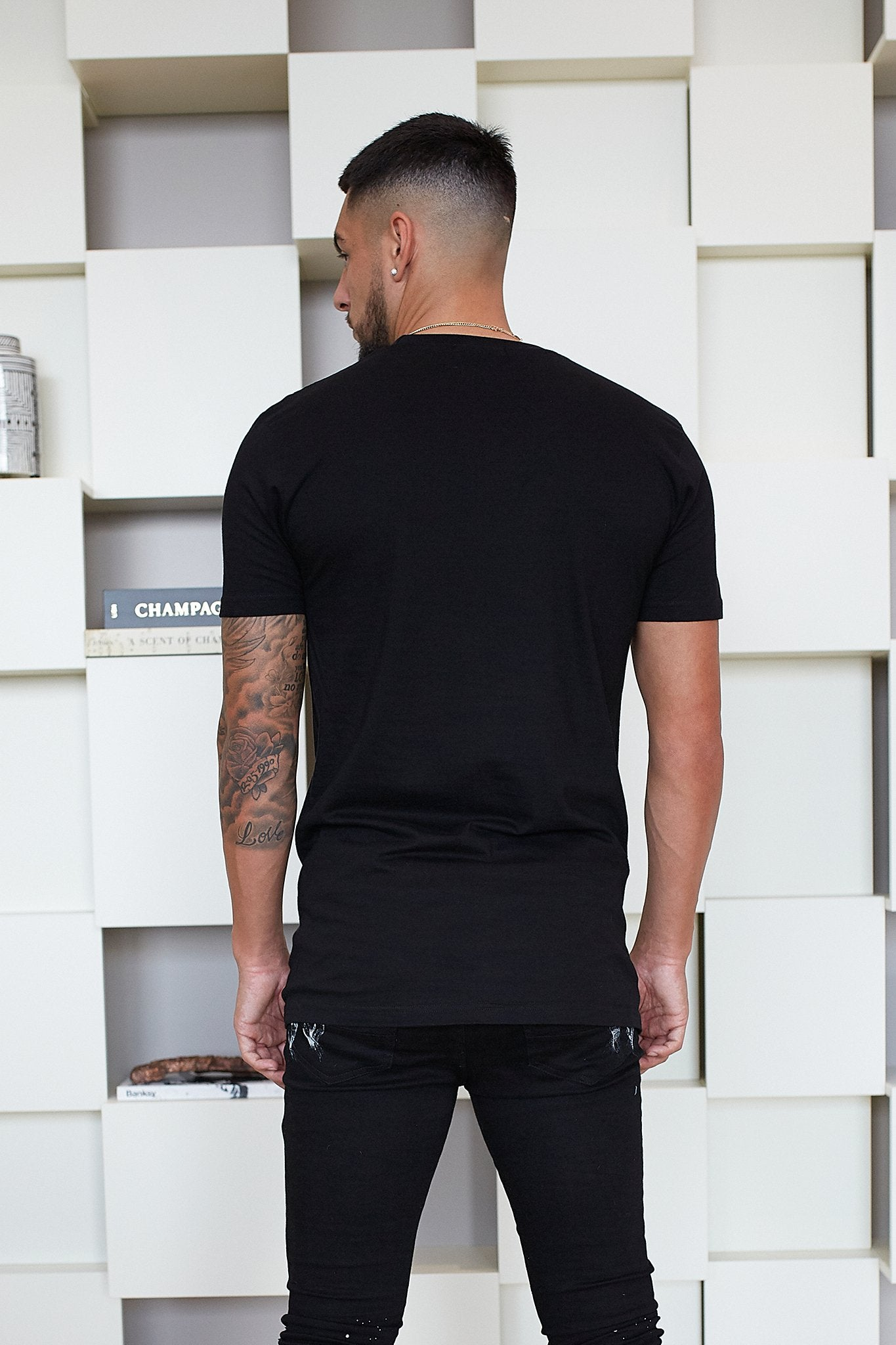 BLACK PREMIUM ESSENTIAL REGULAR FIT T-SHIRT - Illusion Attire