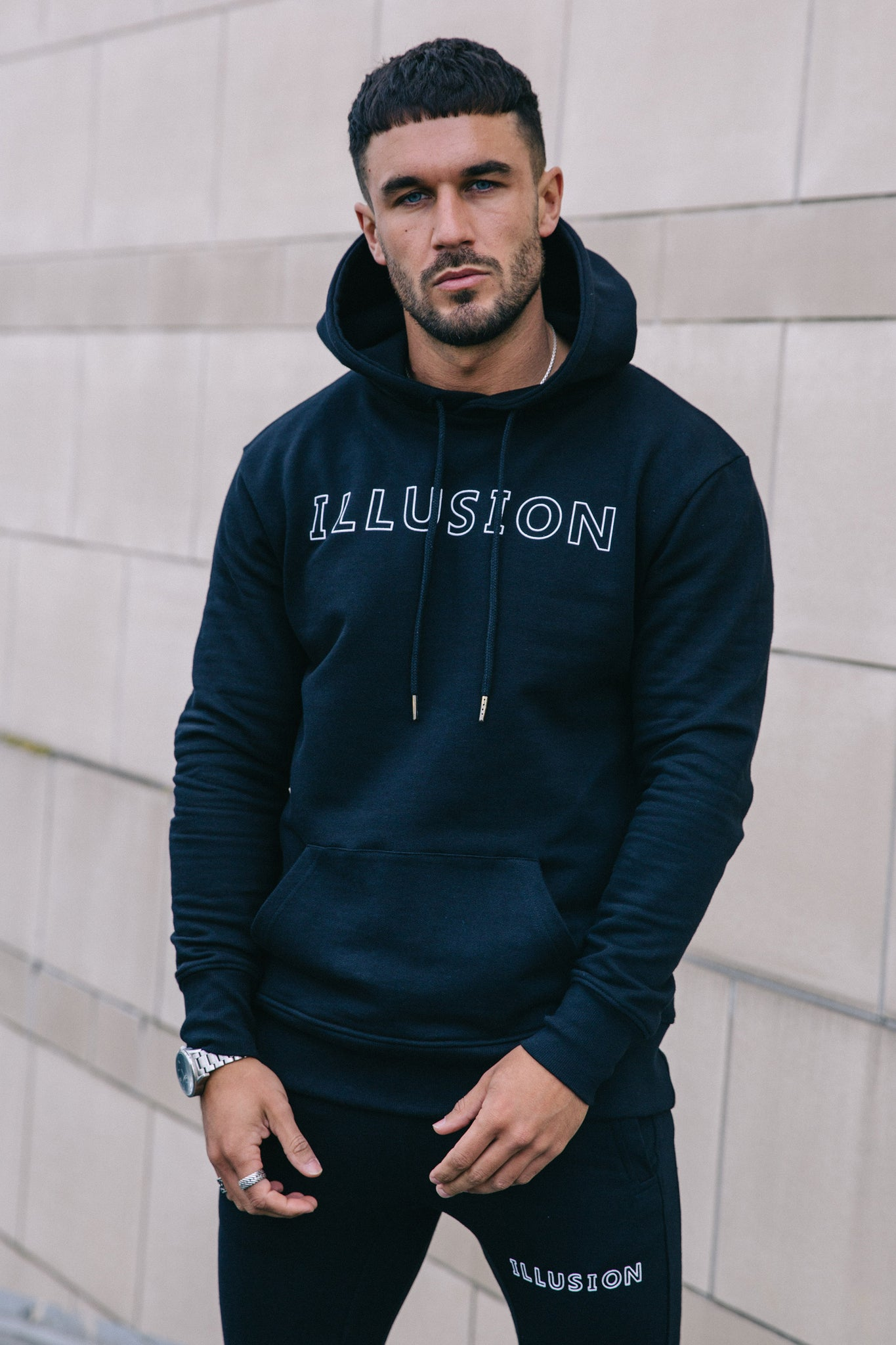 BLACK HOODIE - Illusion Attire