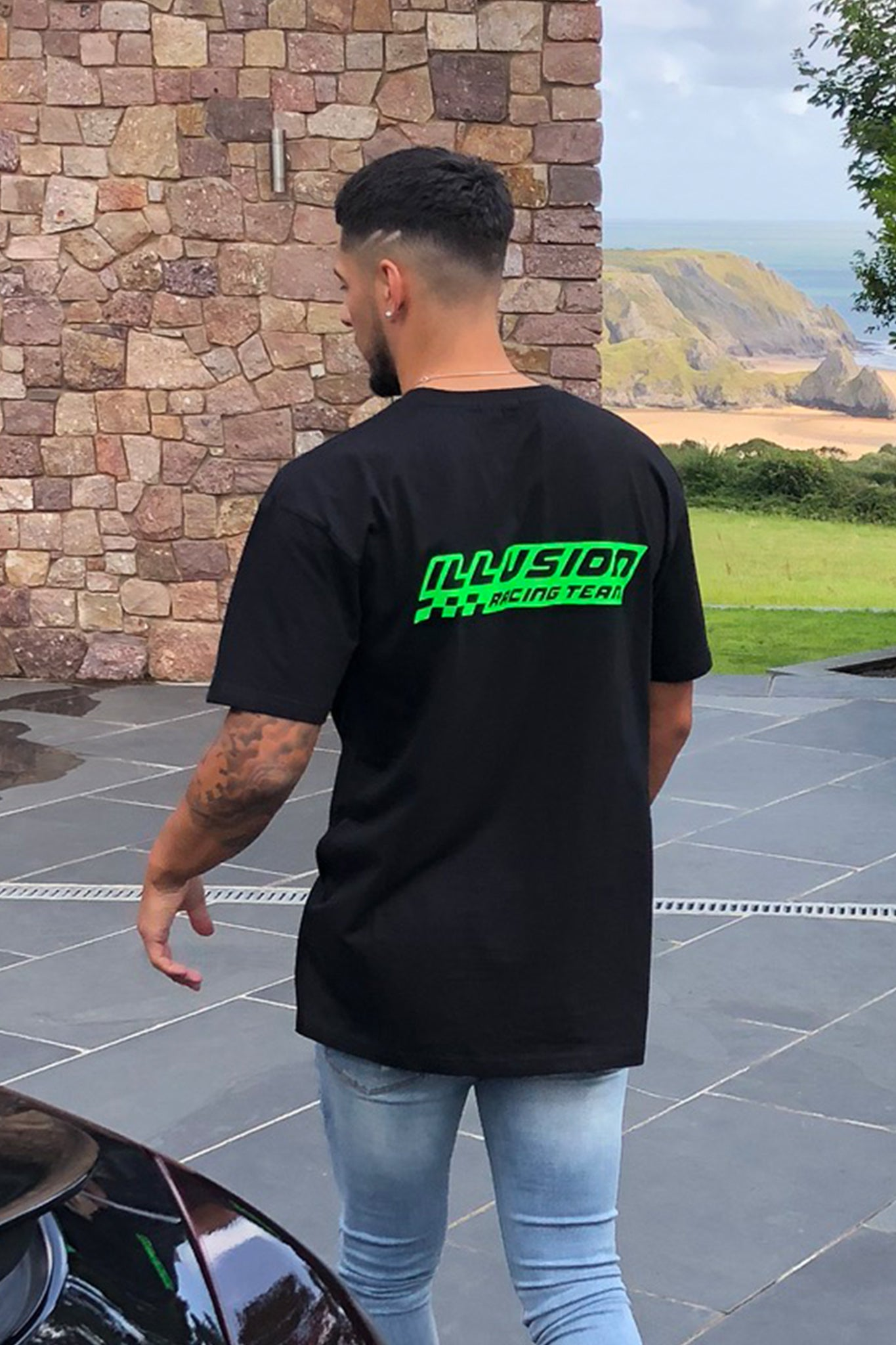 BLACK OVERSIZED ILLUSION 'RACING TEAM' TEE - Illusion Attire