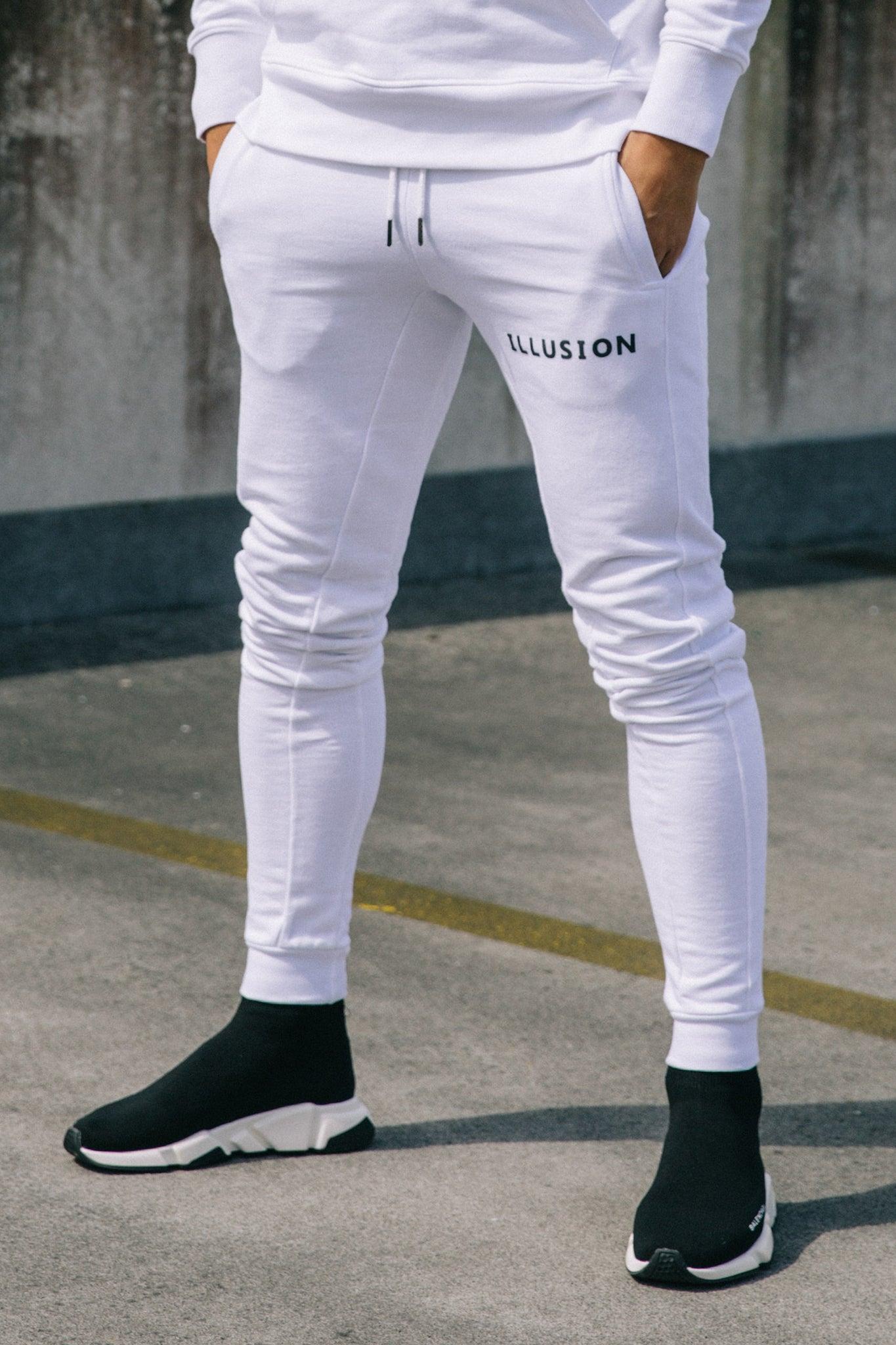 WHITE JOGGERS - Illusion Attire