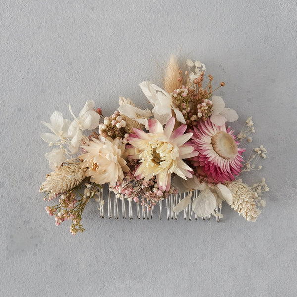 Dried flower hair comb : blush pink