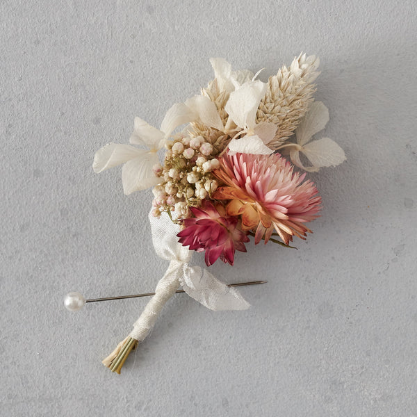 Dried flower buttonhole : dusty pink