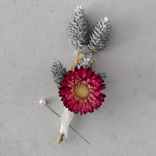 Dried flower buttonhole : deep pink