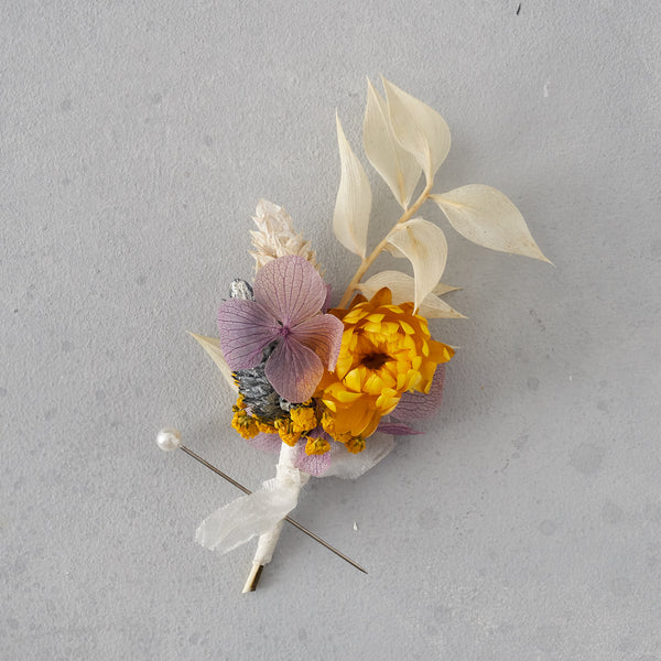 Dried flower buttonhole : dusty lilac and sunshine yellow