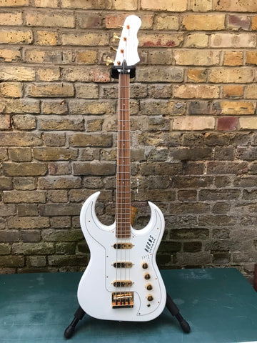Burns Bison Bass 62 Reissue White Trisonic Pickups Hiscox Case 2005