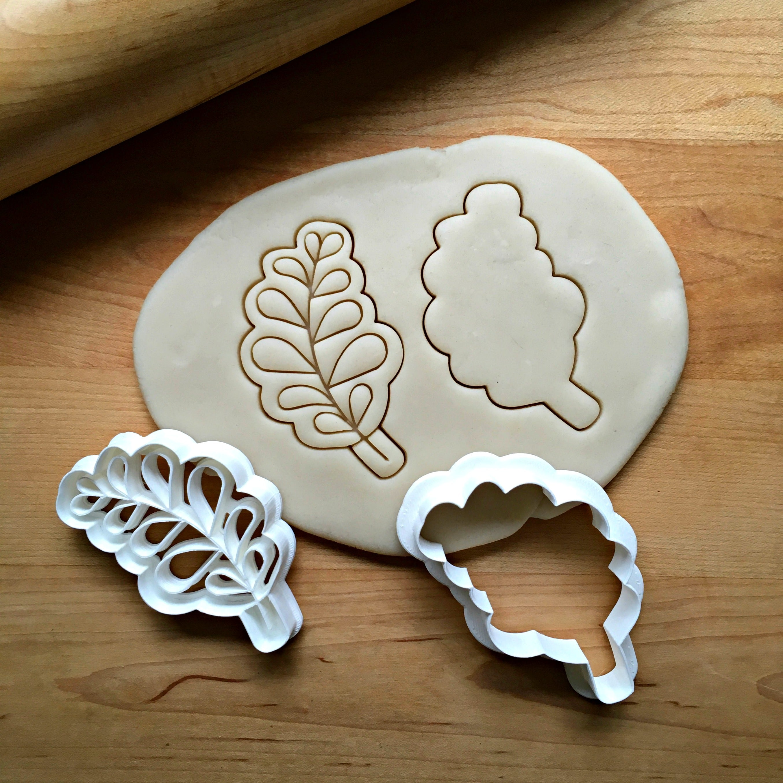 Set of 2 Rounded Leaf Cookie Cutters/Dishwasher Safe