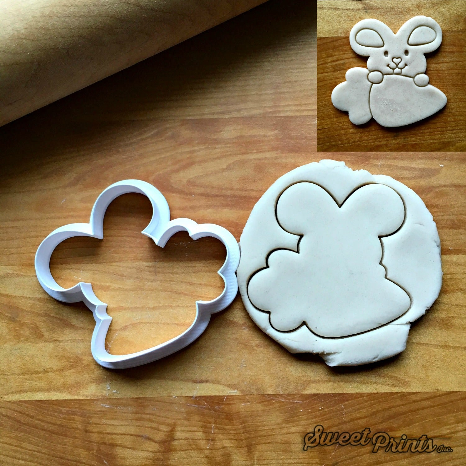 Bunny and Carrot Frame Cookie Cutter/Dishwasher Safe