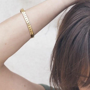 Dot Bangle | Gold