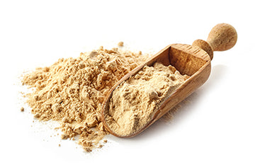 maca powder and wodden scoop