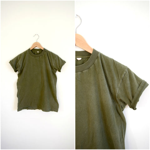 Men's army green soft vintage tee