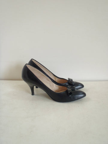 Vintage black bow heels / patent cocktail shoes / women's size 7