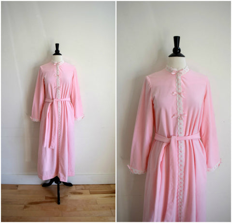 Bergdorf Goodman lace trimmed light pink bathrobe