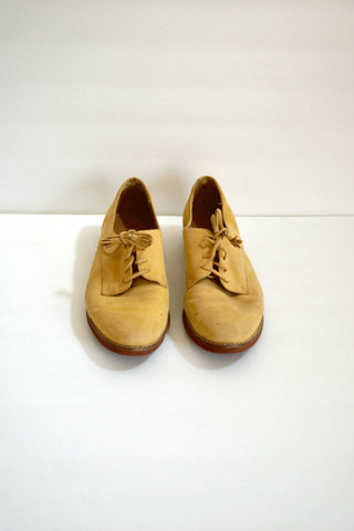 Tan suede oxford shoes with tassel laces