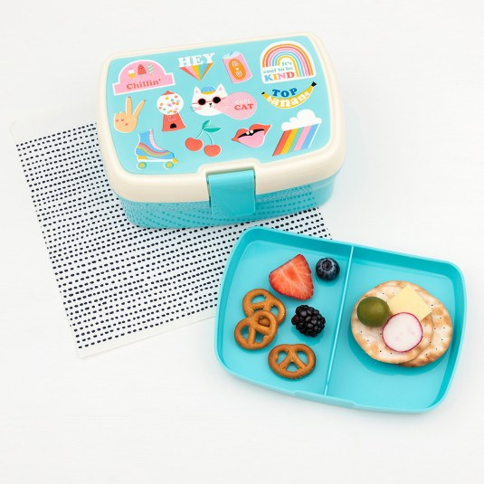 This  bright and fun lunch box has a removable tray with two handy compartments, so it's easy to keep veggies and fruits separated. Perfect for Top Banana's everywhere at Crane and Kind