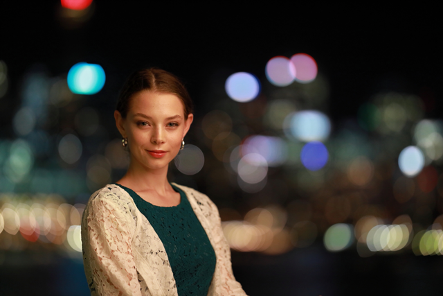 Canon RF 85mm F1.2 sample image of girl with blurred background