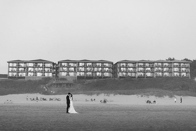 Chelsea Fabrizio photography image of bride and groom at Cannon Beach