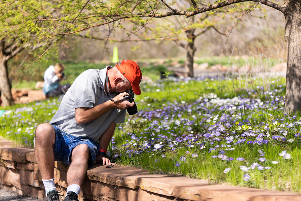 photographers attending the red butte garden macro event hosted by pictureline