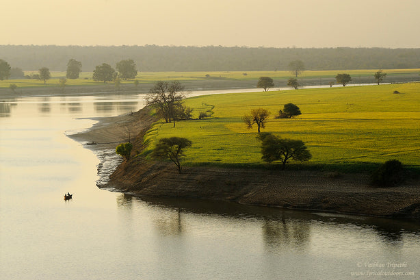 Early morning, Betwa River in Deogarh, India - Telephoto Landscapes by Vaibhav Tripathi