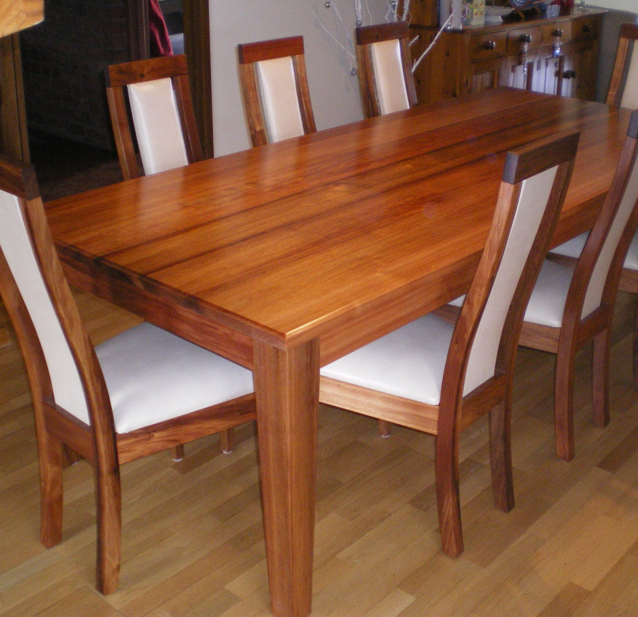 Magpie Dining Table