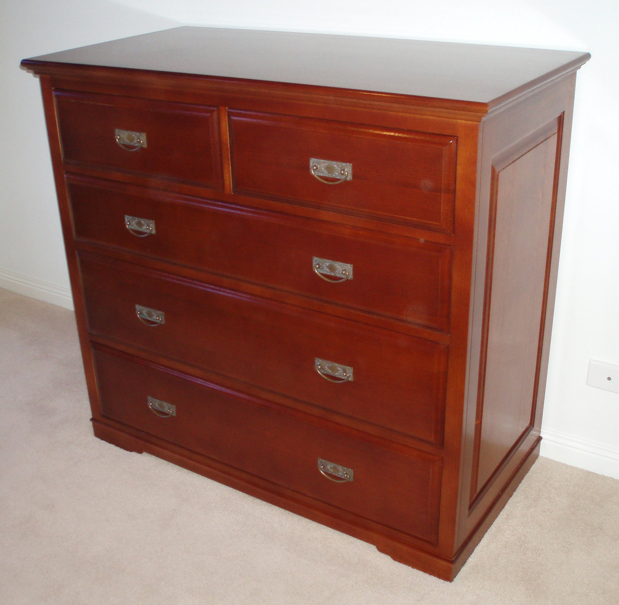 Wellington Chest of drawers