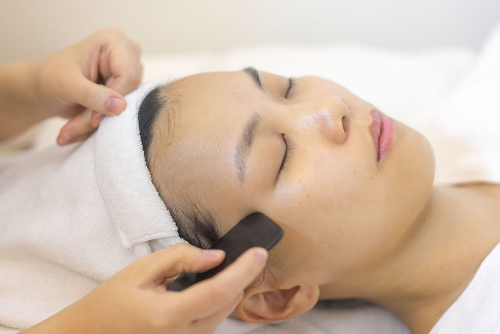 How To Use The Gua Sha Massager Tool