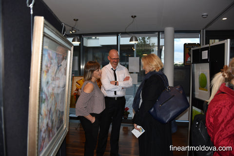 The Toporas Online Art Gallery owners meeting diplomats during the exhibition in London