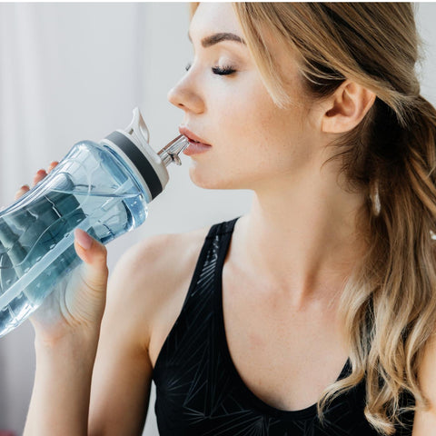 Way to Wake Up Without Caffeine - Drink water in the morning